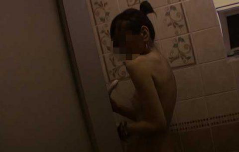 シャワーを激写