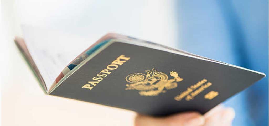 パスポートで年齢確認