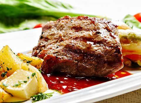 美味しそうなお肉料理